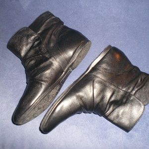 BORN Black Ruched Leather Ankle Boots sz 6